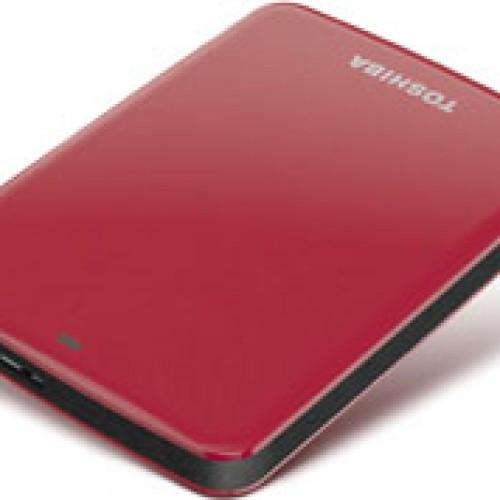 Disco duro portátil descarga y respalda archivos digitales desde cualquier lugar