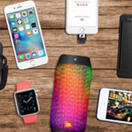 Accesorios tecnológicos que no pueden faltar en el bolso de playa