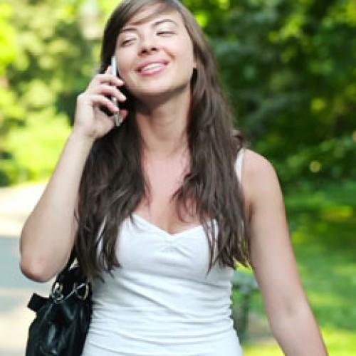 Peruanos son los que más hablan por celular